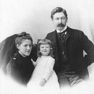 Photo of H. P. Lovecraft and parents, 1892